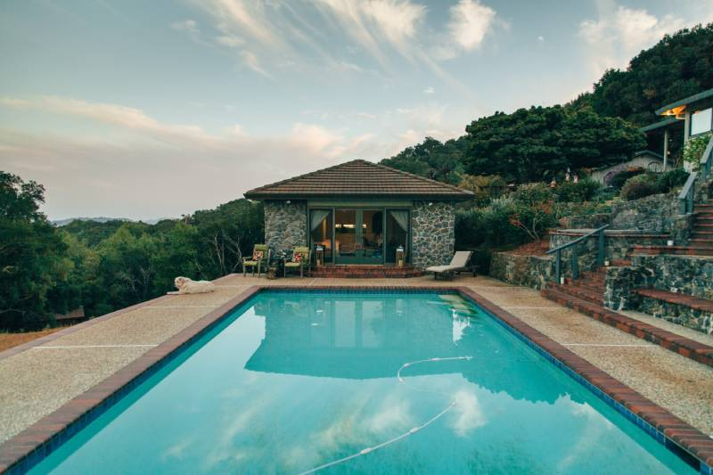 Installation de piscine polypropylène sur-mesure à Antibes